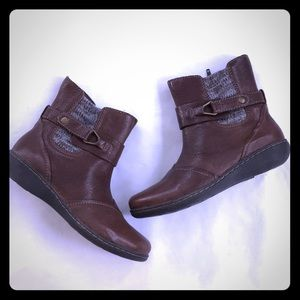Clarks Brown leather boots 6.5 side zip NWOT